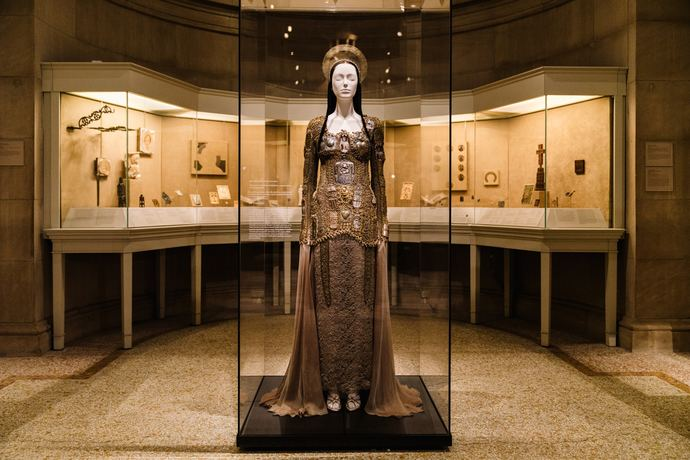 Metropolitan Museum of Art Heavenly Bodies Fashion Catholic Imagination Exhibition_2