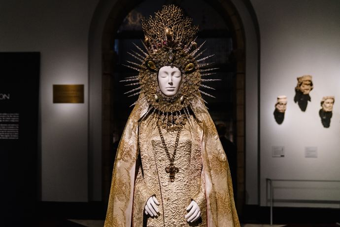 Metropolitan Museum of Art Heavenly Bodies Fashion Catholic Imagination Exhibition_3